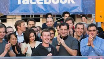 Die erste Euphorie ist verflogen: Mark Zuckerberg beim Börsenstart von Facebook (Archiv)