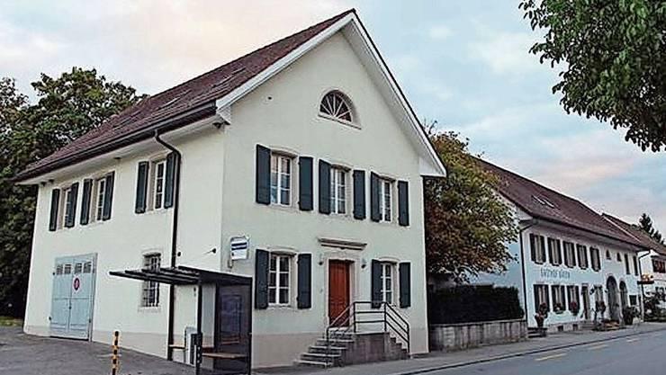 1809 erbaut: Das alte Schulhaus steht zum Verkauf.