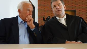 Der Unfallfahrer (links) mit seinem Anwalt gestern vor der Urteilsverkündung.