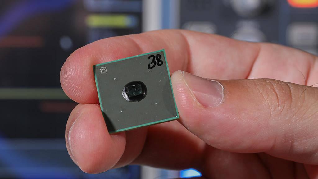 Das am EPFL entwickelte Modul für eingebettete Speicher ist klein, energiesparend, billig in der Herstellung und kann problemlos in bestehende Geräte eingesteckt werden. Genau, was Hersteller schon lange suchen, hofft das Lausanner Start-up RAAAM, welches das Verfahren vermarktet. (zVg)