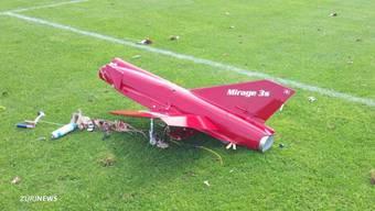 Das hätte schlimm enden können: Das Mirage-Modell ist 2 m gross und fliegt bis zu 300 km/h schnell. Zudem mähte gerade der Platzwart den Rasen.