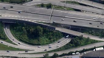 Der Schänzlitunnel von oben – am Dienstagvormittag kollidierte ein Personenwagen mit einem Lastwagen.