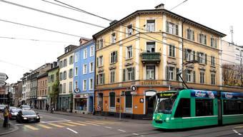 Das 8er-Tram wird während der Gleisarbeiten über den Voltaplatz umgeleitet. (Archiv)