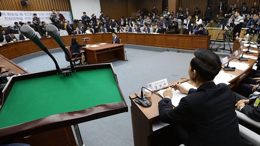 Unterzog sich Präsidentin Park während des Fährunglücks einer Schönheitskur? Antworten auf diese Frage soll nun die Zeugenbefragung durch das Parlament geben.