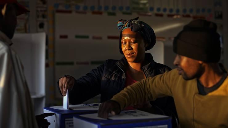 Rund 27 Millionen Bürgerinnen und Bürger waren in Südafrika aufgerufen, die 400 Abgeordneten des Parlaments in Kapstadt sowie Provinzvertretungen zu wählen.