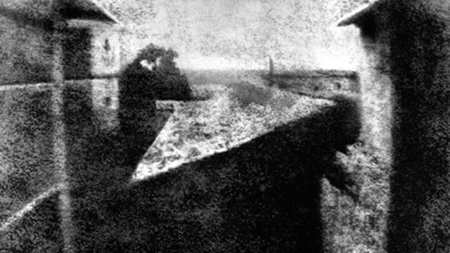 Eine bearbeitete Version der ersten Fotografie der Welt (Archiv)