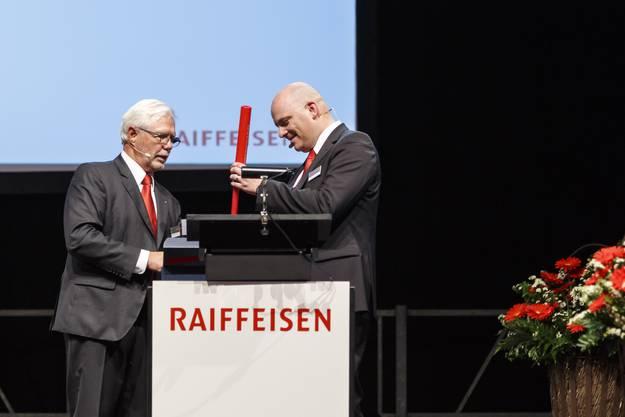 GV Raiffeisenbank Weissenstein: Verabschiedung von Tony Broghammer (li), Stabsübergabe an Andreas Probst (re)