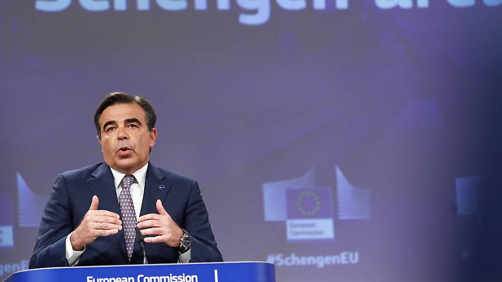 Die Brüsseler EU-Kommission, mit Vizepräsident Margaritis Schinas, will die starke Zunahme von temporären Grenzkontrollen innerhalb des eigentlich grenzkontrollfreien Schengenraumes nicht länger hinnehmen. Foto: Johanna Geron/Pool Reuters/AP/dpa Foto: Johanna Geron/Pool Reuters/AP/dpa