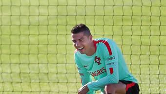 Alles, um den Superstar Cristiano Ronaldo bei Laune zu halten: Portugal reiste mit einem Militär-Flugzeug zum WM-Qualifikationsspiel in Andorra