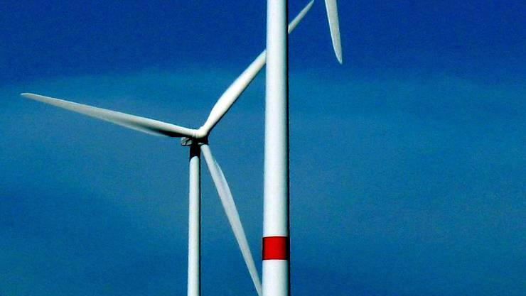 Windräder drehen sich für die Energiedienst Holding AG mit Sitz in Laufenburg. - Foto: Walter Christen