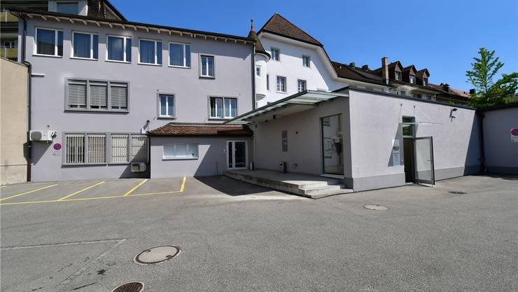 So sieht das Bernheim-Gebäude derzeit von hinten aus. Neu sollen an der Kirchgasse 17 das Damen- und Herrenmode-Geschäft vereint werden.