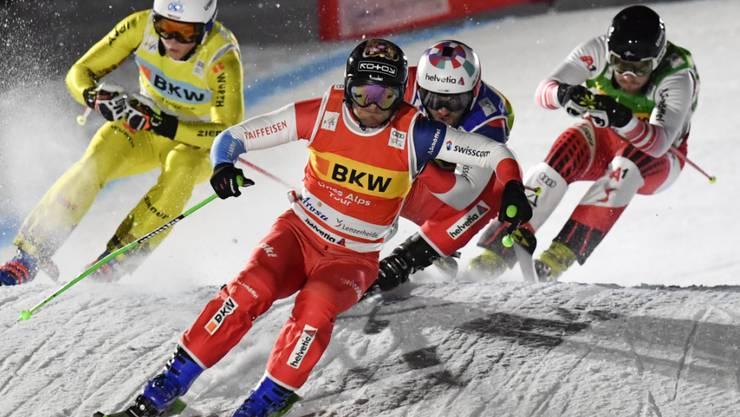 Der Nacht-Sprint in Arosa bietet viel Spektakel und endet ganz zur Freude der Schweizer Fans