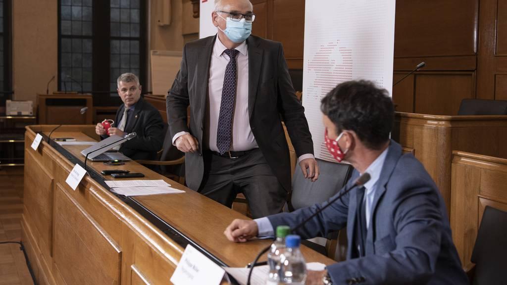 Die Berner Regierungsräte Christoph Ammann, Regierungspräsident Jean Pierre Alain Schnegg und Philippe Müller (v.l.) am Freitag in Bern.