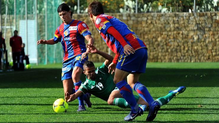 Die Basler Darko Jevtic (links) und Joo Ho Park im Testspiel gegen die Nationalmannschaft Marokkos. siegert