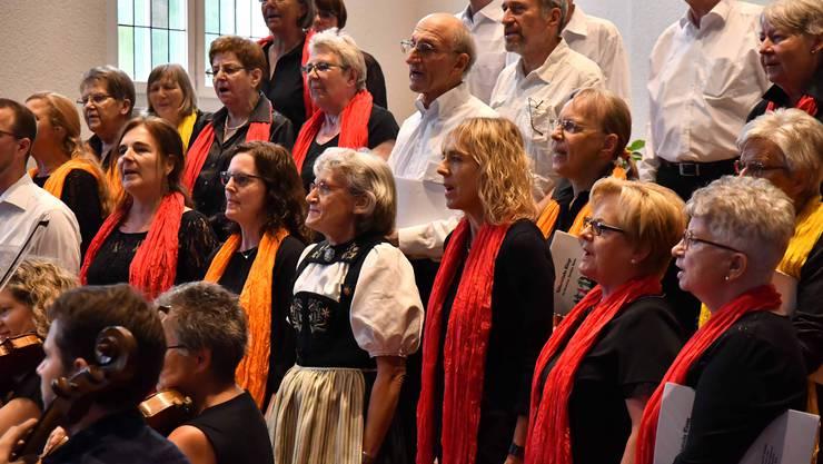 Chor mit Instrumentalisten und Jodlerin Therese Jäggi
