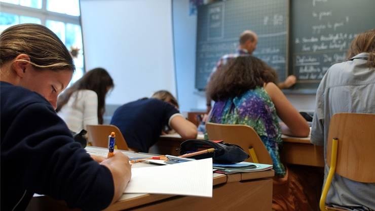 Der Lehrermangel im Kanton Aargau ist noch nicht behoben (Foto: Keystone)