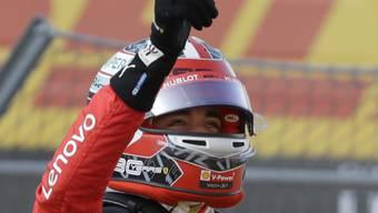 Charles Leclerc lässt sich nach seiner vierten Pole-Position in Serie feiern