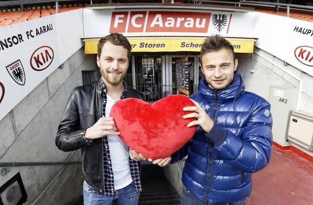 Jäckle (links) und Elsad Zverotic waren in der vergangenen Saison das FCA-Herz im Mittelfeld