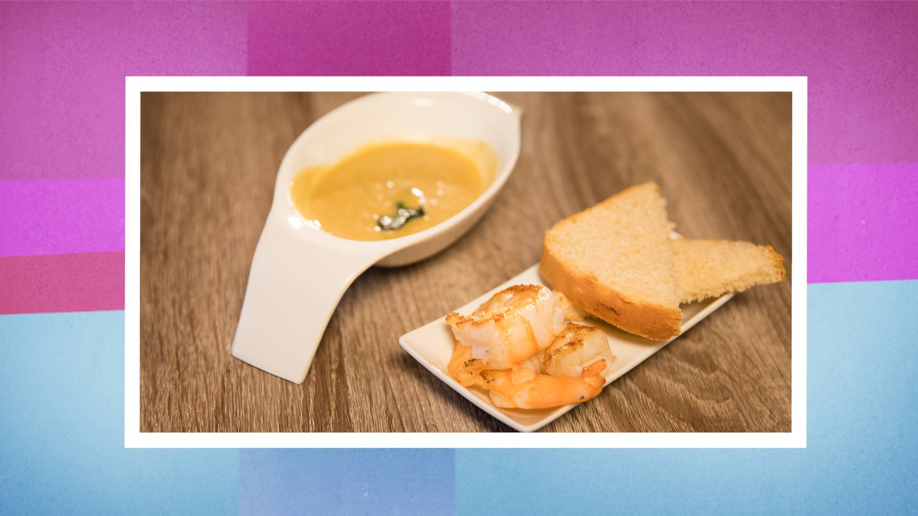 Die Vorspeise: Kichererbsen-Suppe mit Toastbrot, Moscardini und sautierte Garnelen-Schwänze