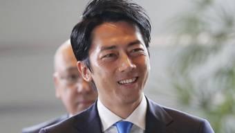 Shinjiro Koizumi, der 38-jährige Sohn des im Volk sehr beliebten ehemaligen japanischen Regierungschefs Junichiro Koizumi ist ab sofort Umweltminister.