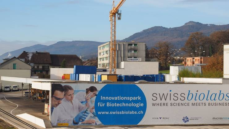 Gut 6 x 27 Meter misst das Werbeplakat für den Innovationspark «swissbiolabs», der in den nächsten Jahren in der Liegenschaft Solothurnerstrasse 259 in Olten entstehen soll.