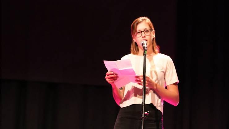 Lisa Christ, Trimbach, holte sich in Olten Pokal und Whisky.