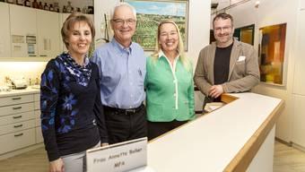 Von links: Die Medizinische Praxisassistentin Annette Boller mit Rudolf und Colette Fischer sowie dem designierten Nachfolger Oliver Freiermuth.