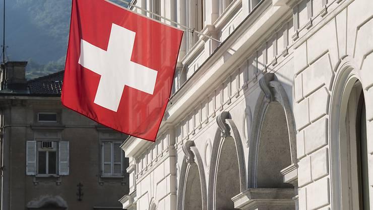 Das Bundesstrafgericht in Bellinzona hat die Durchsuchung von Dokumenten von drei Zuger Firmen bewilligt, die mutmasslich an illegalem Medikamentenhandel beteiligt sein sollen. (Archivfoto)