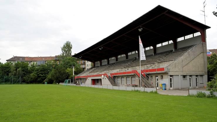Die alterwürdige Tribüne der damaligen FCB-Fans auf dem Landhofareal wird abgerissen – so oder so.