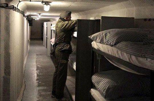 Aaaaachtung! Im deutschen Ilmenau werden Nächte in einem ehemaligen DDR-Bunker angeboten. (© jochen-schweizer.ch)