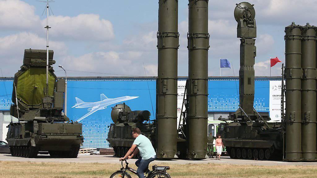 Russische S-300-Flugabwehrraketen bei einer Ausstellung in der Nähe von Moskau. (Archivbild)