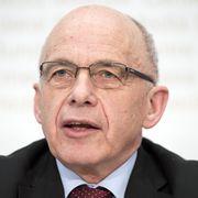 Bundesrat Ueli Maurer spricht an einer Medienkonferenz zum Rechnungsergebnis 2017, am Mittwoch, 14. Februar 2018, in Bern. (KEYSTONE/Peter Schneider)