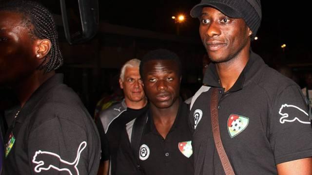 Schockierte Togo-Spieler bei der Ankunft im Heimatland