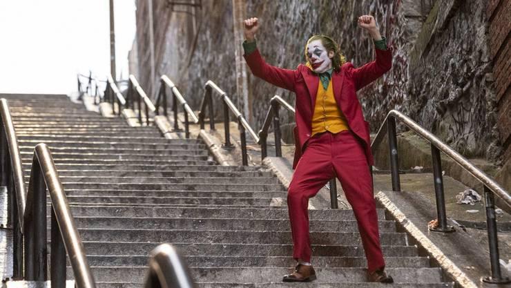 Unheimliche Verwandlung: Mietclown Arthur (Joaquin Phoenix) wird in «Joker» zur Galionsfigur der Aufständischen.