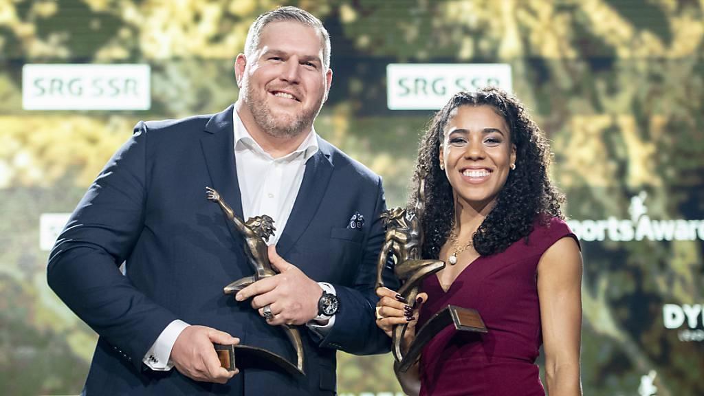 Die Sieger aus dem letzten Jahr: Top-Sprinterin Mujinga Kambundji und Schwingerkönig Christian Stucki posieren als Sportlerin und Sportler des Jahres an der Verleihung der Sports Awards 2019