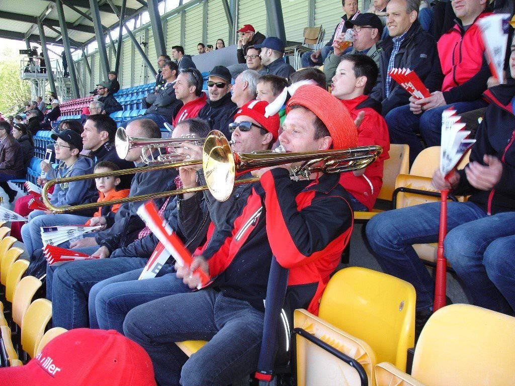 Der Contini-Fanclub bei einem Spiel des FC Vaduz. (Bild: zVg)