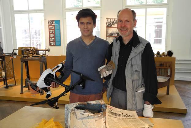 Sichtbar sind einige der Fundstücke, die bei Bauarbeiten auf dem Grundstück der ehemaligen Kammfabrik gefunden wurden.  Für die Dreharbeiten zum Dok-Film über die Brandkatastrophe-hat Simeon Haefely auch eine Drohne eingesetzt.