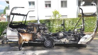 Wohnwagenanhänger brennt in Riedholz aus