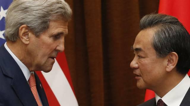 John Kerry (links) und sein chinesischer Amtskollege Wang Yi