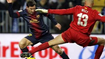 """Lionel Messi tanzt seinen Gegenspieler """"Willy"""" aus."""