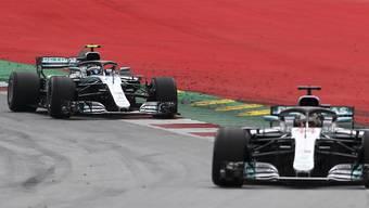 Das Mercedes-Duo mit Valtteri Bottas (vorne) und Lewis Hamilton steht in der ersten Startreihe