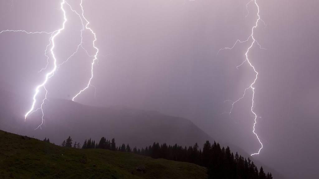 Erdrutsche und geflutete Keller in Schwyz