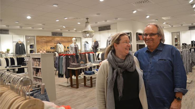 Martha und Benno Käppeli freuen sich über die neu gestalteten, grosszügigen Verkaufsflächen. ES