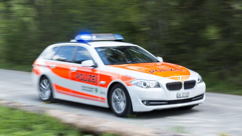 Mann stürzt bei Au von Autobahnbrücke und stirbt