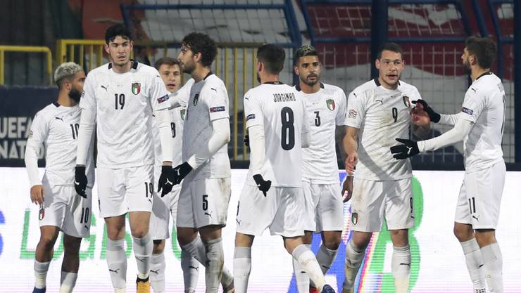 Italienische Freude nach dem 1:0 von Andrea Belotti (Zweiter von rechts)