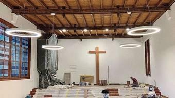 Die neue Beleuchtung im Innenraum der Kirche ist montiert.