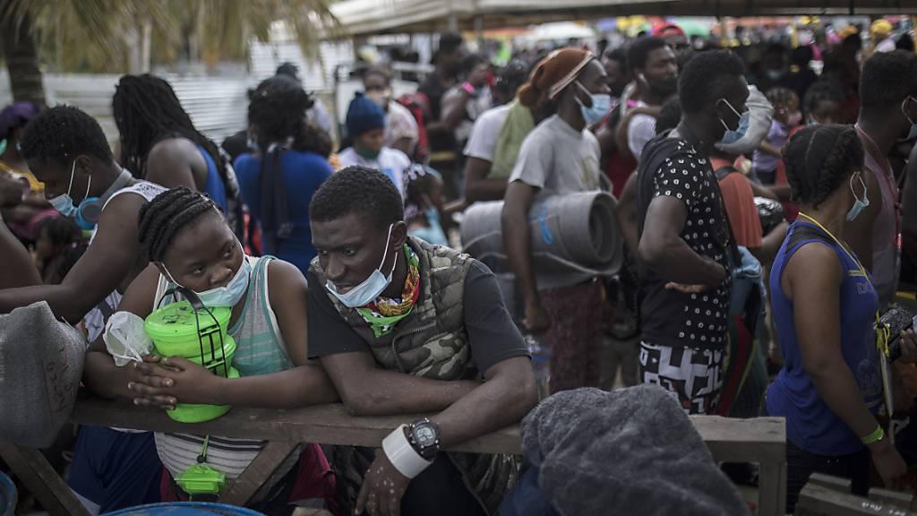 Südamerikas Nadelöhr: Tausende Migranten harren in Kolumbien aus