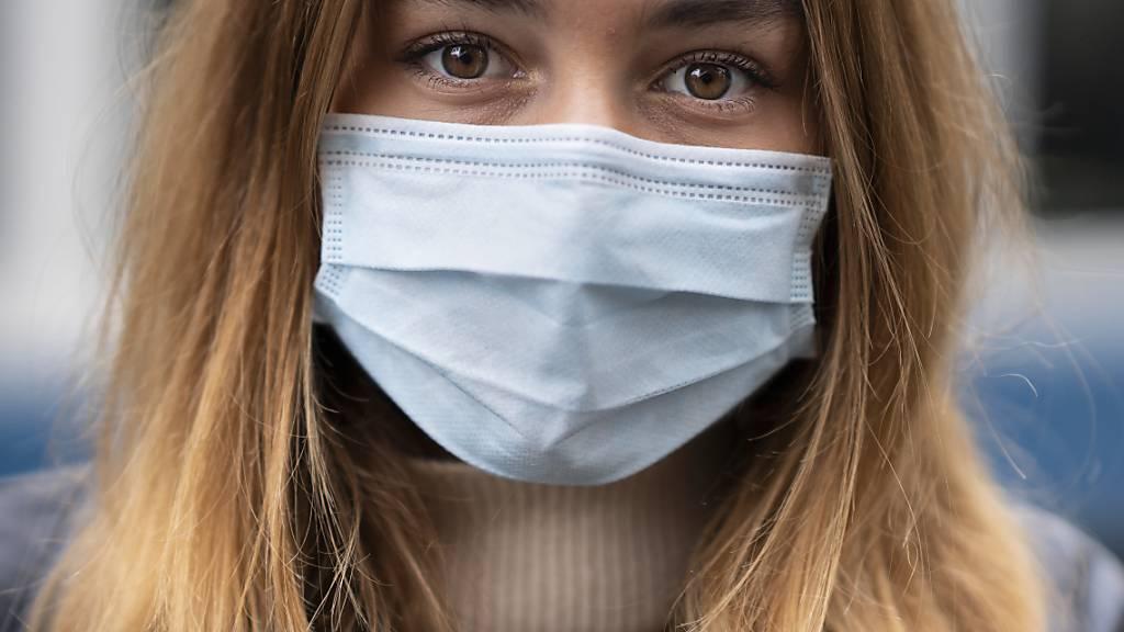 Im Kanton Schaffhausen müssen neu auch Schülerinnen und Schüler der Sekundarstufe I eine Maske tragen. (Symbolbild)