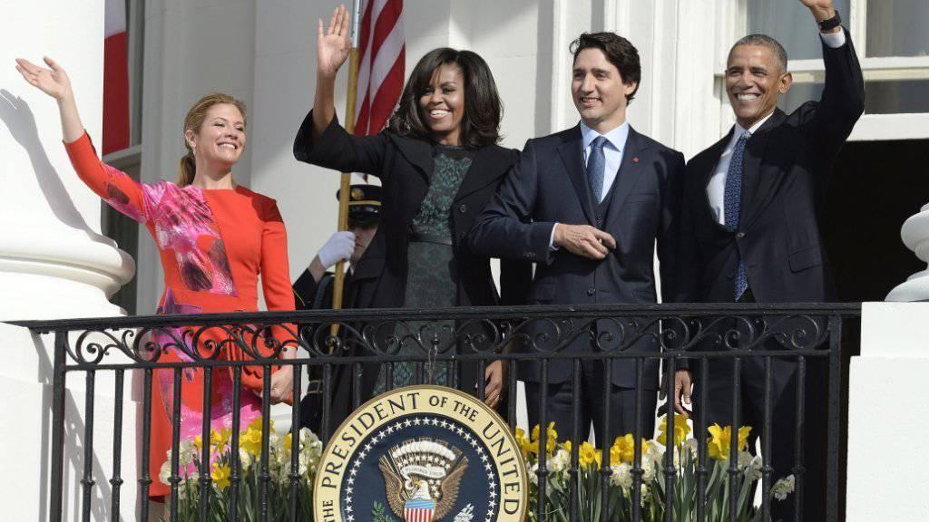 Historisches Treffen nach zwei Jahrzehnten Pause. Empfang im Weissen Haus in Washington, von links: Sophie Grégoire Trudeau, US-First Lady Michelle Obama, der kanadische Premier Justin Trudeau und der Gastgeber, US-Präsident Barack Obama.