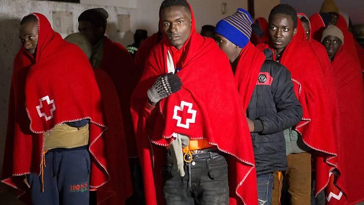 Auf dem Mittelmeer gerettete Flüchtlinge, die von der Küste Marokkos unterwegs waren. (Archivbild)